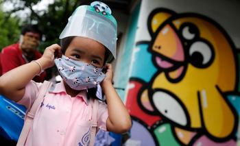 Los países están en diferentes fases de la pandemia y, por ende, del debate acerca de cómo y cuándo reabrir las escuelas