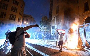 Enfrentamiento entre protestantes y la seguridad en el centro de Beirut, en el Lígano