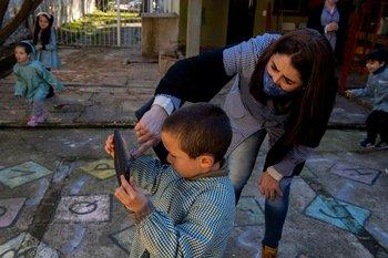 El objetivo es que el acceso a las clses virtuales no afecte el bolsillo de los estudiantes.