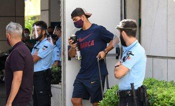 Suárez al dejar el hotel de Barcelona en Lisboa