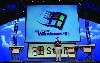Bill Gates durante la presentación de Windows 95, el 24 de agosto de 1995.