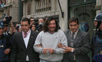 El 7 de julio de 2006, Gilberto Vázquez fue conducido ante las autoridades luciendo una peluca en su cabeza