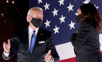 El candidato demócrata Joe Biden junto a la candidata a vicepresidenta de Estados Unidos Kamala Harris