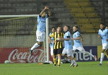 Barboza festeja el segundo gol bohemio