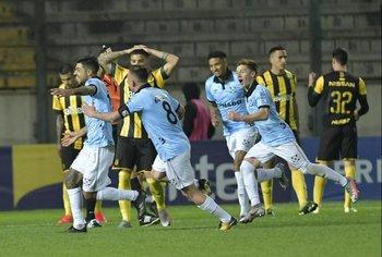 Barboza celebra su gol