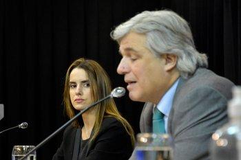 Archivo. El ministro Francisco Bustillo y la subsecretaria Carolina Ache durante una conferencia