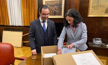 La ministra Arbeleche y el director de la Asesoría Macroeconómica, Hernán Bonilla, en la sede de la cartera antes de concurrir al Palacio Legislativo