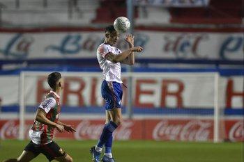 Emiliano Martínez se afirma en el medio