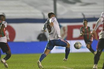 Gonzalo Bergessio, de espaldas o de frente complicó