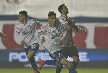 Fernández celebra su golazo