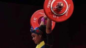 Neisi Dajomes ganó el oro en Tokio levantando un total de 263 kg.
