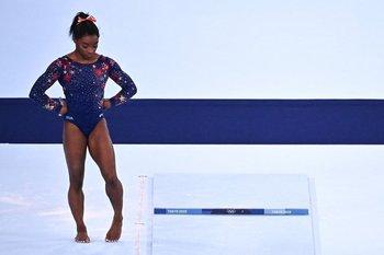 Simone Biles se retiró de la competición por equipos de los Juegos Olímpicos de Tokio 2020 para centrarse en su salud mental.