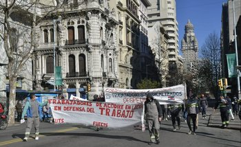 Los trabajadores del supergás se manifiestan este martes contra la eliminación del subsidio a ese combustible