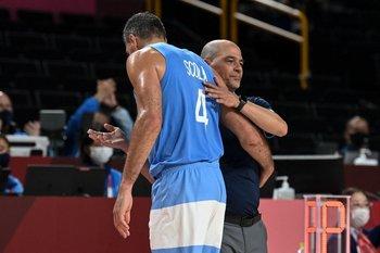 El saludo de Sergio Hernández, su entrenador