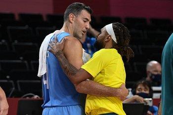 El abrazo de Patty Mills, dos cracks NBA