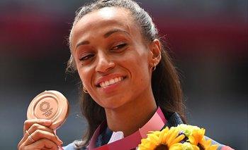 Ana Peleteiro con su bronce