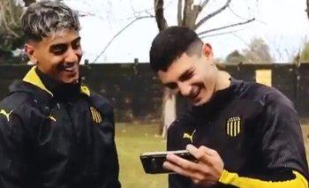 Facundo Torres y Agustín Álvarez Martínez miraron atentamente el gol que los involucró ante River y opinaron de quién estuvo mejor