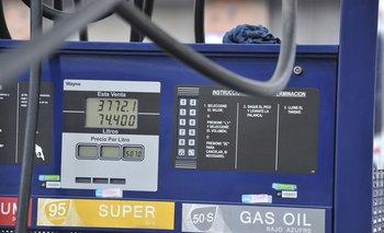Surtidor de combustibles en estación de servvicio.