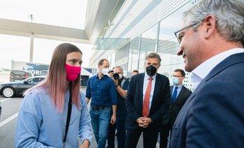 Krystsina Tsimanouskaya recibida por el secretario de estado de Austria, Magnus Brunner