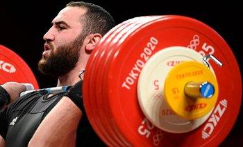 Simon Martirosyan, plata en pesas