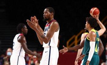 Kevin Durant aplaude al lograr el paso a la final