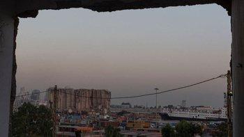 Una imagen del puerto de Beirut a un año de la explosión