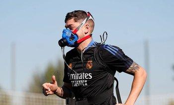 Federico Valverde en los entrenamientos de Real Madrid con máscaras de hipoxia