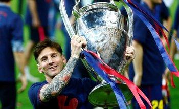 Levantando la copa de la Liga de Campeones tras imponerse a la Juventus el 6 de junio de 2015.