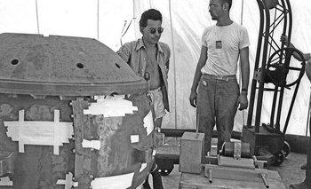 Louis Stolin (izquierda), era uno de los mayores expertos en manipular materiales radioactivos.