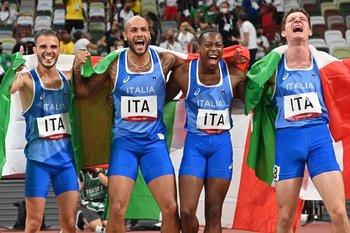 Los ganadores del 4x100 italianos: Lorenzo Patta, Lamont Marcell Jacobs, Eseosa Fostine Desalu y Filippo Tortu
