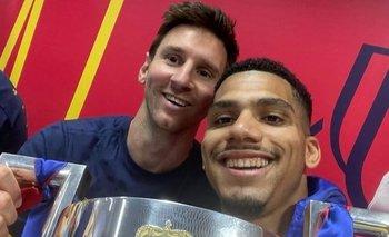 Ronald Araújo y Lionel Messi cuando ganaron en abril pasado la Copa del Rey
