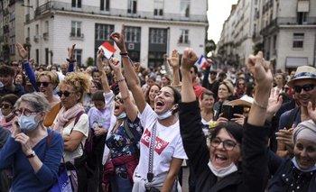 Miles de franceses se manifestaron en contra del pase sanitario durante cuatro fines de semana consecutivos