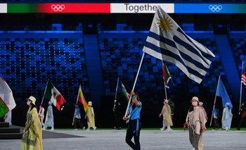 María Pía Fernández desfiló con la bandera uruguaya en la clausura de los Juegos