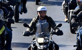 El presidente encabeza una caravana de motociclistas