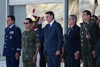 Bolsonaro participó en un desfile militar