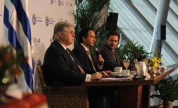 El ministro de Relaciones Exteriores Francisco Bustillo junto al director ejecutivo de Ceres, Ignacio Munyo y el ministro de Turismo, Germán Cardoso