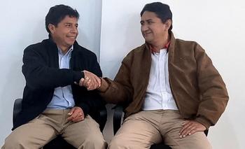 El presidente Pedro Castillo, izquierda, y Vladimir Cerrón, derecha