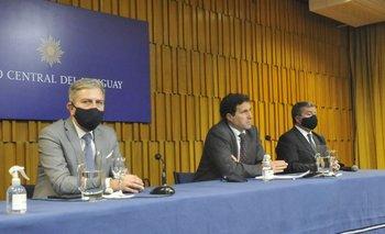 El BCU explicó en conferencia de prensa por qué subió la tasa de interés.