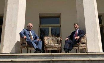 Los embajadores ruso y británico en la sede de Rusia en Irán.