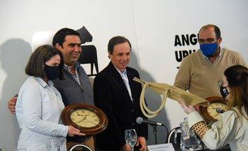 Los investigadores de INIA fueron reconocidos por Angus Uruguay tras su aporte al estudio genético.