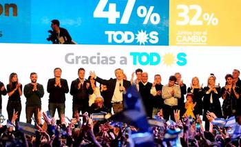 Alberto Fernández festeja tras las Paso 2019