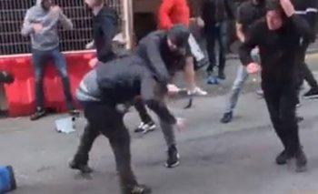 Volvió la violencia al fútbol en Inglaterra en la previa del partido entre Manchester United y Leeds United de este sábado