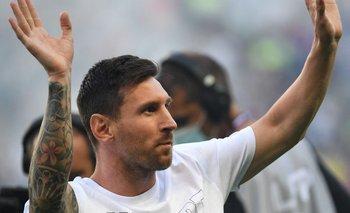 Messi saludó a todo el estadio del Parque de los Príncipes que estaba lleno