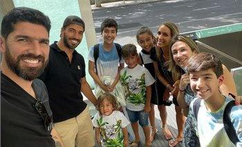 Las familias de Sebastián Abreu y de Luis Suárez se encontraron en Madrid