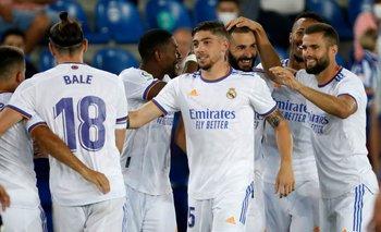 Federico Valverde festeja el segundo gol de Benzema para Real Madrid, el transitorio 3-0 ante Alavés, en el que él hizo la gran jugada