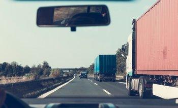 Se calcula que el Reino Unido necesita  alrededor de 100.000 camioneros.