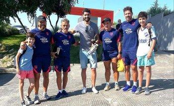 El Loco Abreu estuvo con Diego Simeone en la práctica de Atlético de Madrid