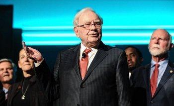 En marzo de 2021, el patrimonio neto de Warren Buffett había superado los US$100 mil millones.