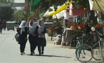 Mujeres caminan en Kabul el 15 de agosto.