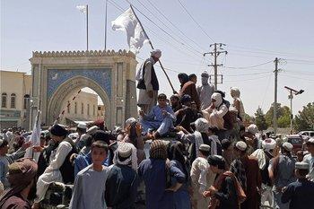 Los nuevos dirigentes afganos prometieron un régimen más abierto al que lideraron entre 1996 y 2001